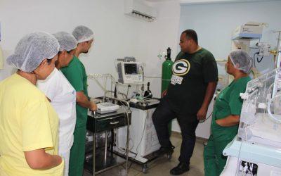 Colaboradores do HEELJ recebem reciclagem de como manusear equipamentos