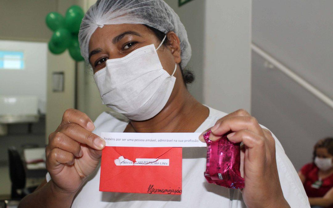 Técnicos de enfermagem do HEELJ recebem homenagem pelo seu dia