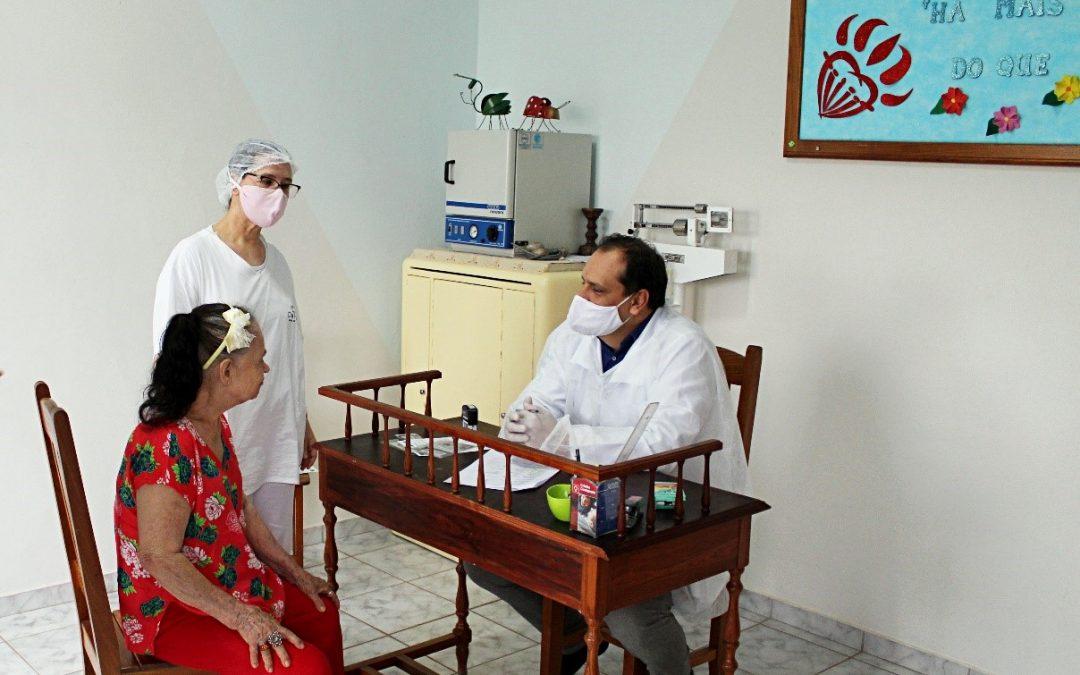 HEELJ visita lar de idosos e promove ação de humanização